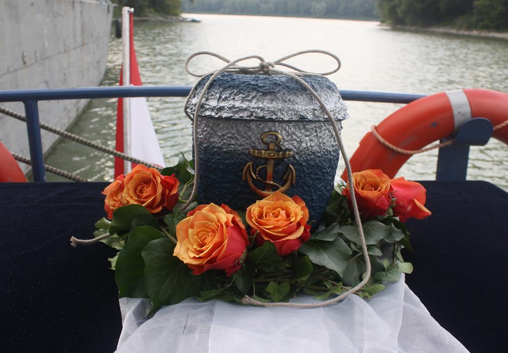 Donaubestattung Urne blau - Naturbestattung GmbH