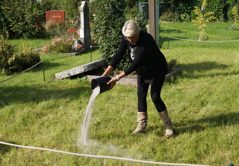 Aschenverstreuung auf der Aschenstreuwiese in Graz Naturbestattung