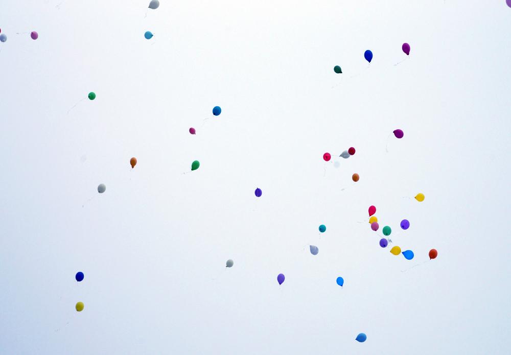 Luftballons steigen bei Himmelsspirale Naturbestattung GmbH