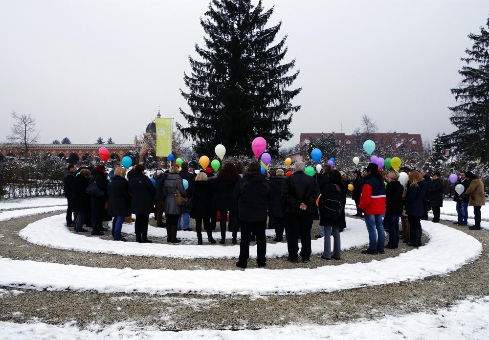 Verbaschiedung mit Luftballons in der Himmelsspirale Naturbestattung GmbH