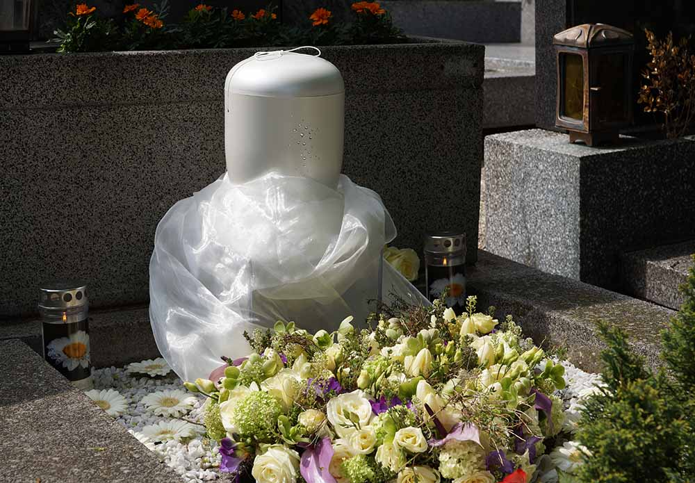 Urnenbestattung auf dem Friedhof_Naturbestattung GmbH 2